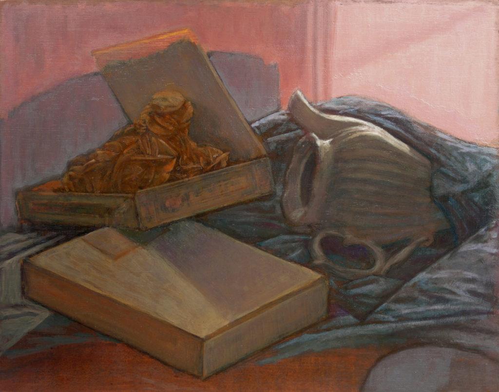 Rosa del desierto, cajas de madera y jarra de porcelana entre oleaje de telas-Juan Vaquerizo
