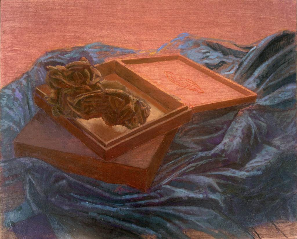 Rosa del desierto y cajas de madera entre oleaje de telas I-Juan Vaquerizo